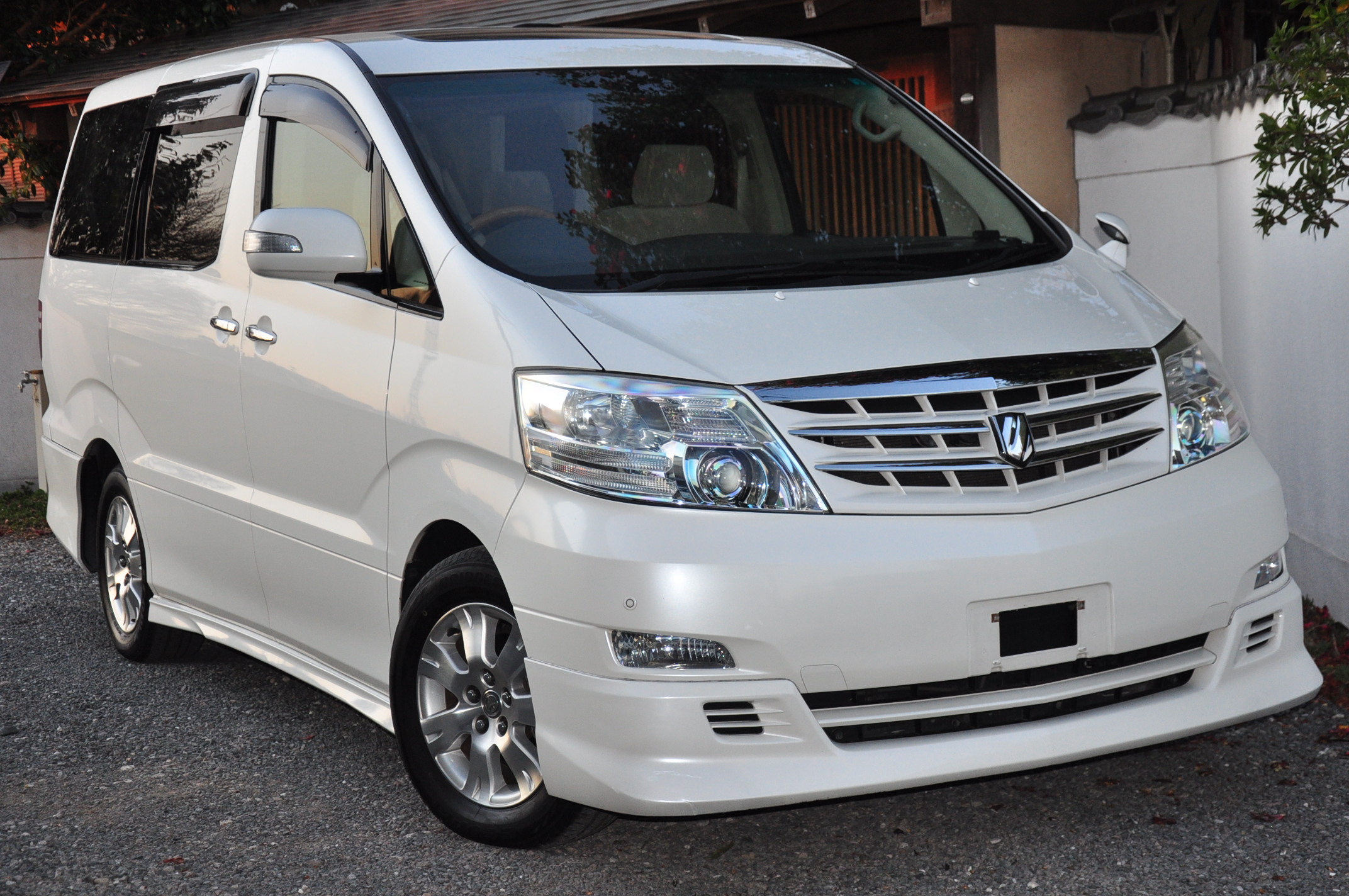 2006 (Feb) Toyota Alphard (MNH10) MZ with disabled access 3000cc auto