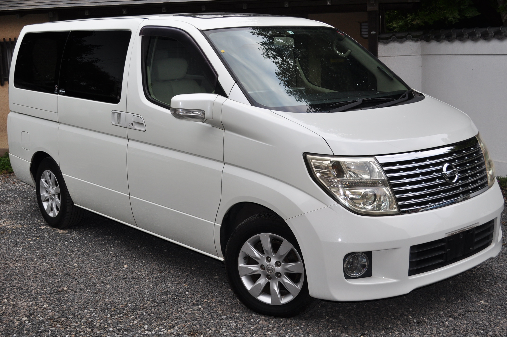 2005 (Sept) Nissan Elgrand (E51) X grade with leather 3500cc auto