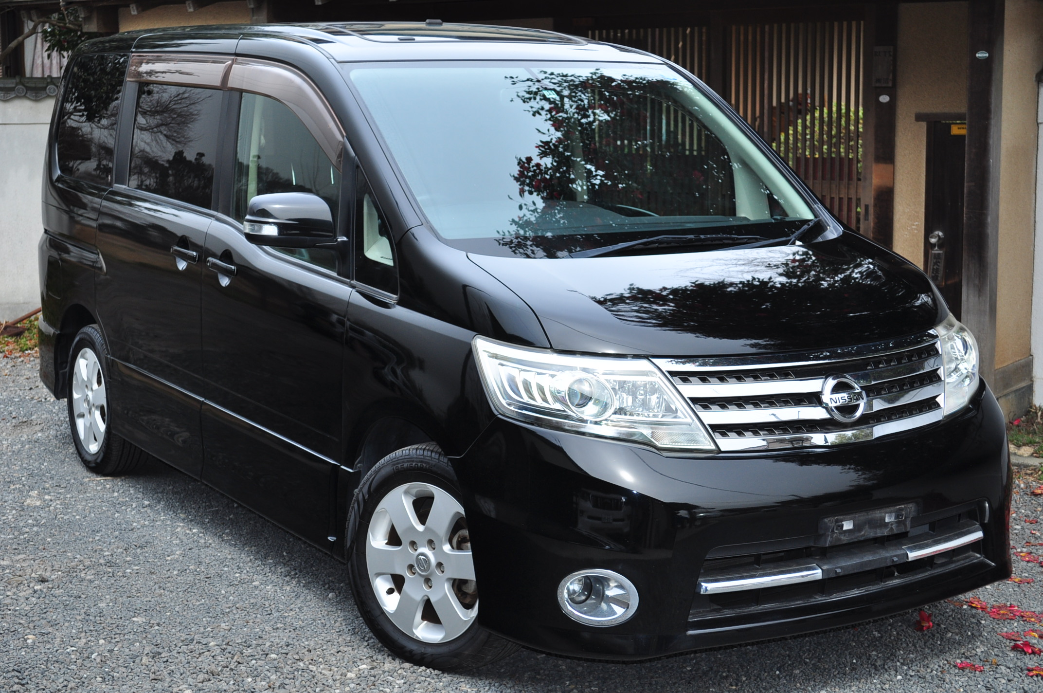 2009 (Nov) Nissan Serena (CC25) Highway Star with sunroofs 2000cc auto